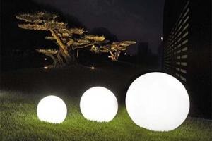 Świecące ogrodowe kule i donice LED