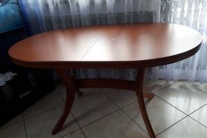 Rozkładany stół.