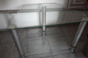 Sprzedam szklany stolik.